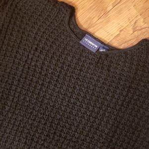 Liz Claiborne black crewneck cable knit sweater
